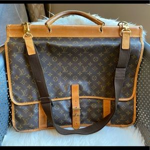 Authentic Louis Vuitton sac chasse travel
